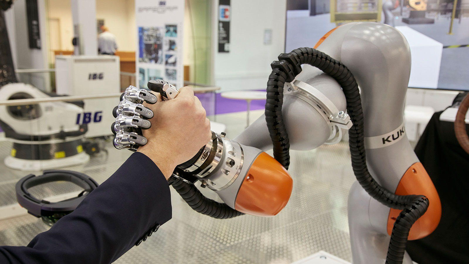 Arm wrestling: A robot arm and a human at NORTEC